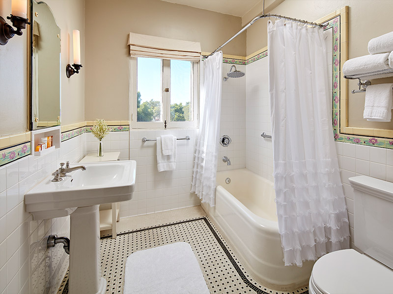 Lurline Room bathroom